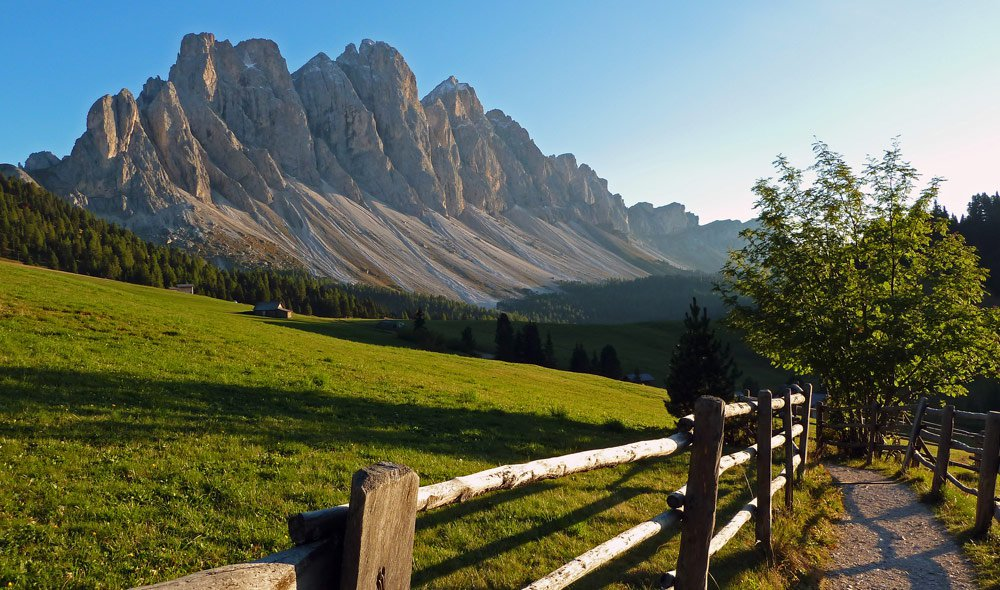 Experience South Tyrol from its best side on a hiking holidays