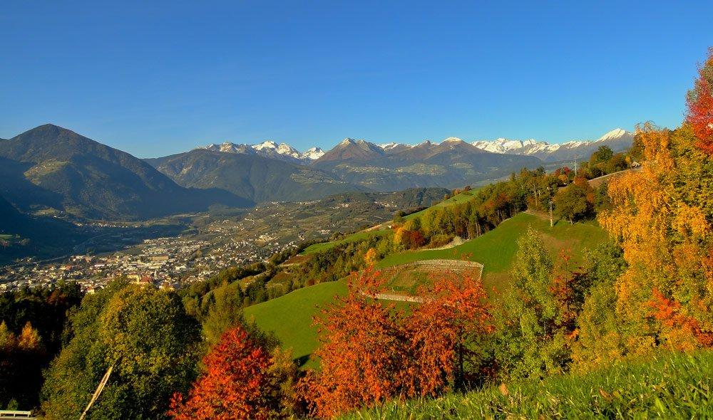 Wandern und Radfahren im prachtvollen Farbenmeer des Südtiroler Herbstes
